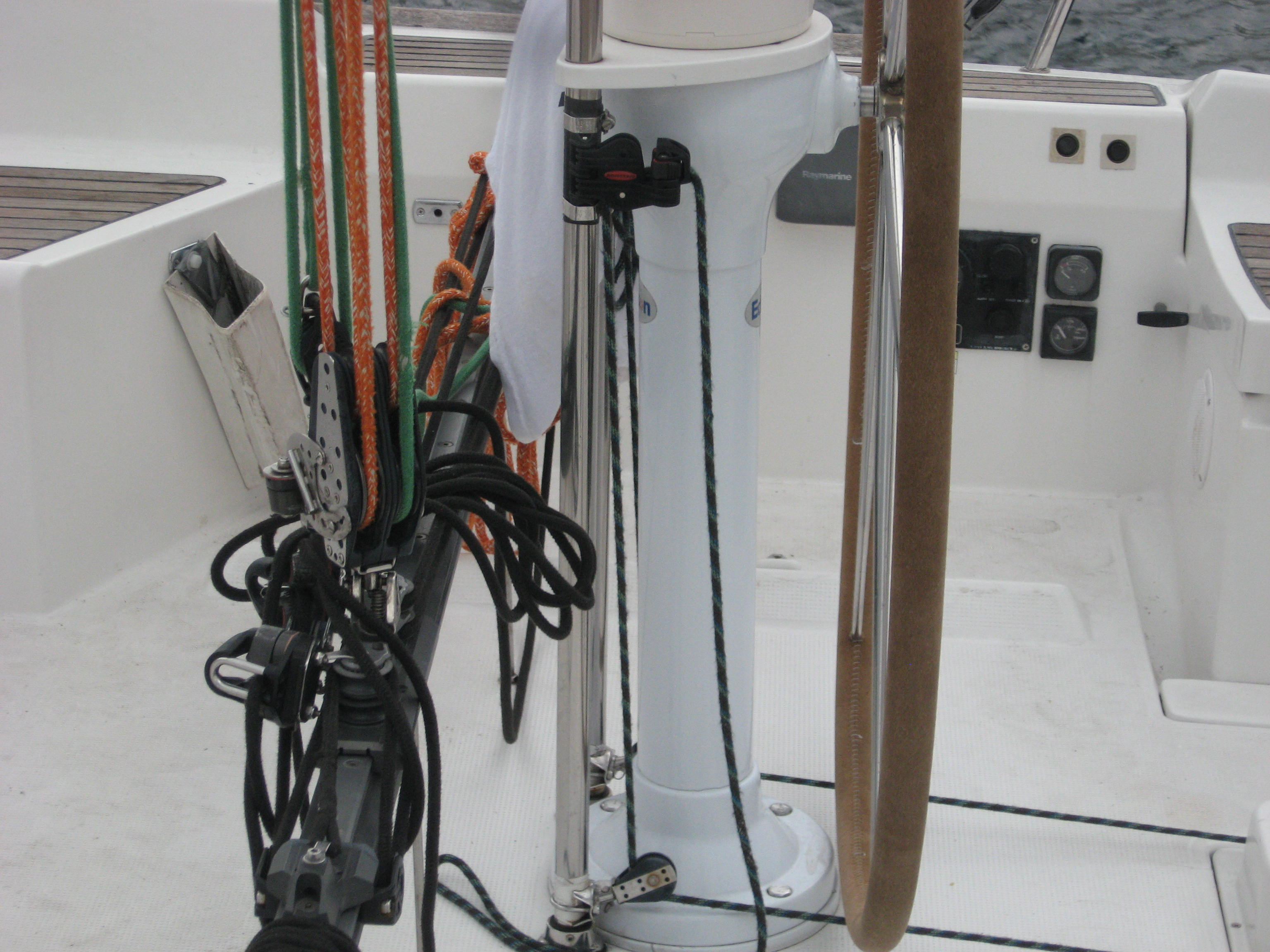 Beneteau backstay adjuetment rigging.