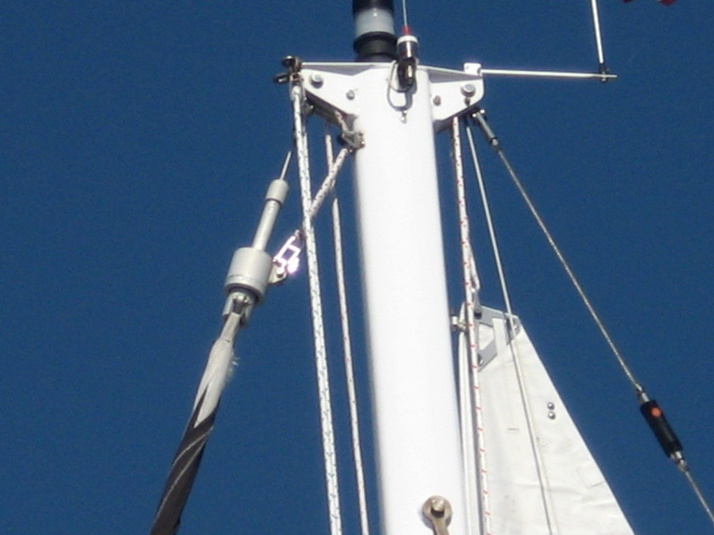 Mainsail crane clearance on 33 foot cuising boat.